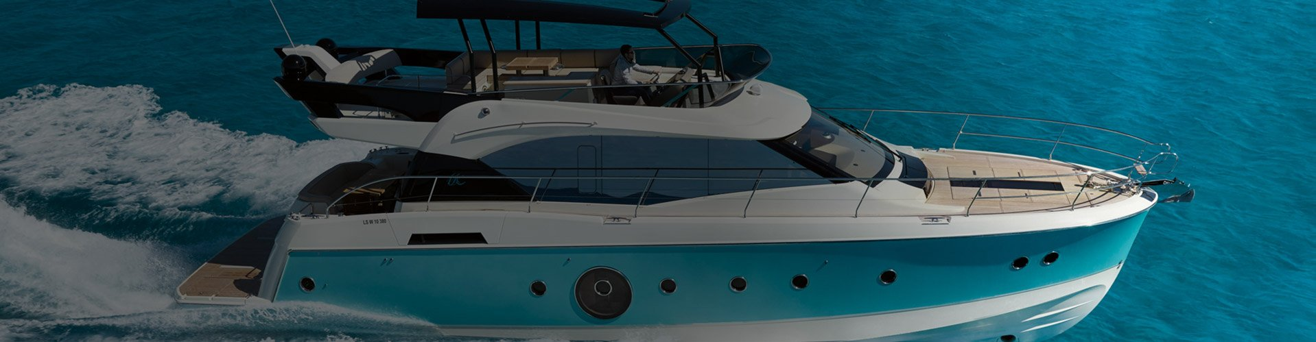From small daily cruisers to large fully crewed luxury yachts.